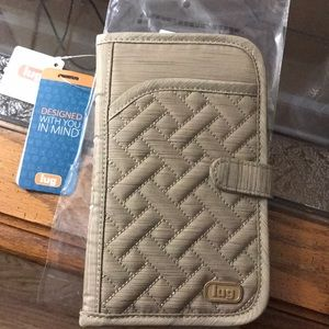 Lug travel wallet NWT price firm